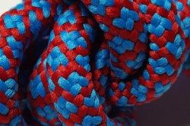 czerwona siatka niebieskie kwadraciki