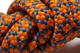 szara siatka pomarańczowe kwadraciki