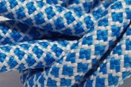 Biała siatka niebieskie kwadraciki