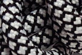 Czarna siatka białe kwadraciki