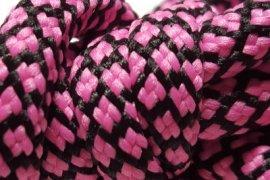 czarna siatka różowe kwadraciki